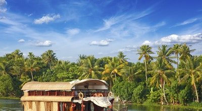 Husbåt på Kerala bakevje. Kerala, India