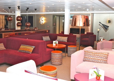 Interiør i salongen ombord på skipet MS Loire Princesse