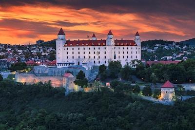 Slottet i Bratislava (Slovakia) ved solnedgang