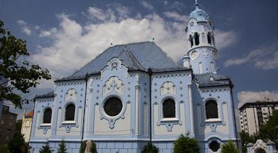 Kirke i duse blåtoner