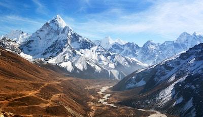 Panoramisk vakker utsikt over fjellet Ama Dablam med vakker himmel på vei til Everest baseleir, Khumbu-dalen, Sagarmatha nasjonalpark, Everest-området, Nepal
