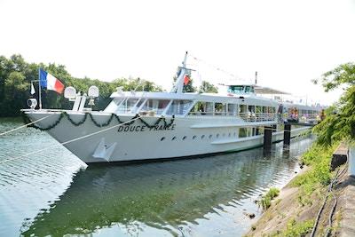 MS Douce France på seilas på Rhinen
