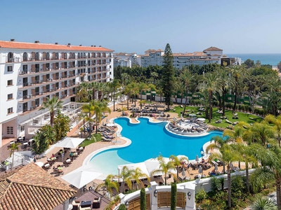 H10 andalucia plaza pool 01