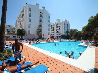 Pyr banus pool