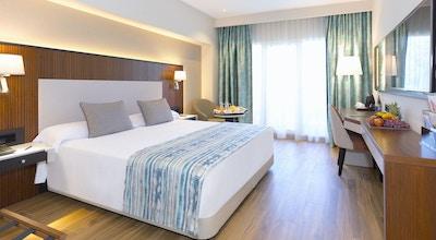 Alanda hotel room