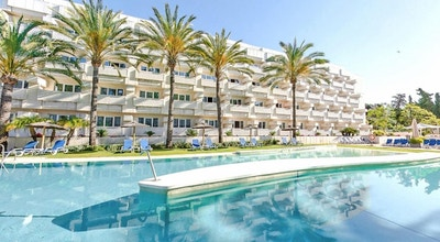 Alanda hotel pool