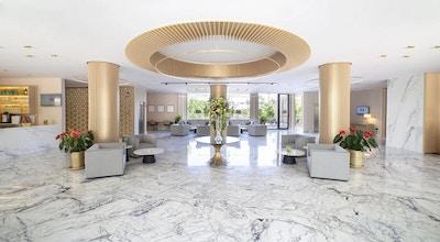 Alanda hotel lobby
