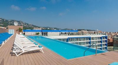 Lazure hotel roof top pool 01