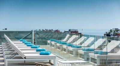 Lazure hotel roof top pool 02