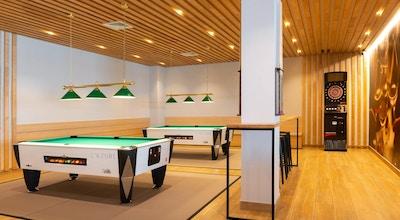 Lazure hotel sports bar 01