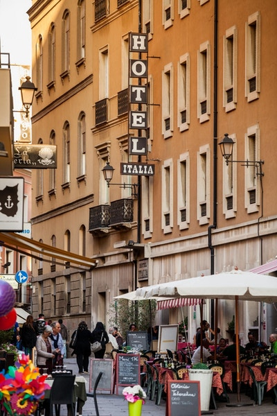 Hotel Italia ligger midt i smørøyet