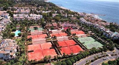 Tennis puente romana marbella baner