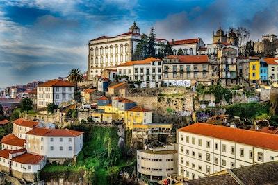 Hus i forskjellige stilarter i Porto.