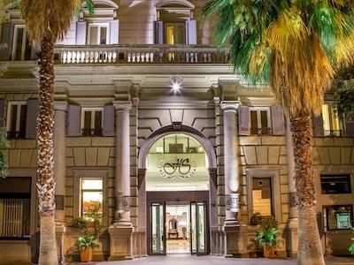 Hotel Savoy ligger i en oppusset historisk bygning