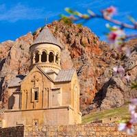 gamle vakre kloster i fjellene i Armenia