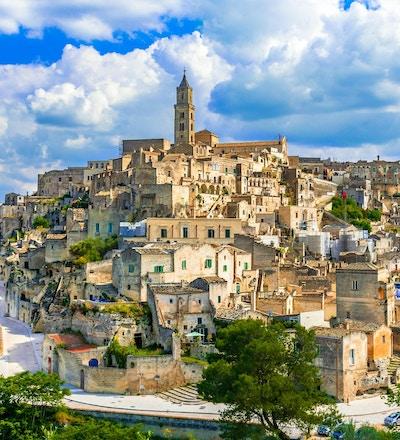 Matera, Basilicata, Italia: Landskapsutsikt over gamlebyen - Sassi di Matera, europeisk kulturhovedstad, ved daggry