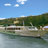 Elvecruiseskipet MS Camargue på seilas på elven Rhone