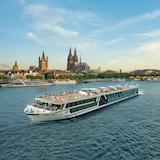 Skip på elven ved Köln. Foto.