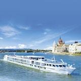 MS Symphonie som seiler på Donau i vakkert solskinn