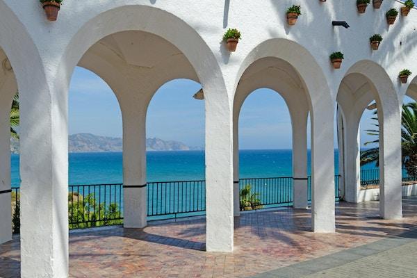 Balcon de Europa i turistbyen Nerja. Costa del Sol. Malaga, Andalusia, Spania