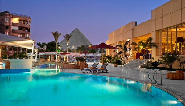 Svømmebasseng på resort i Egypt.