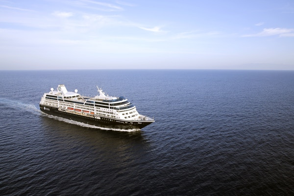 Azamara Pursuit  til havs.
