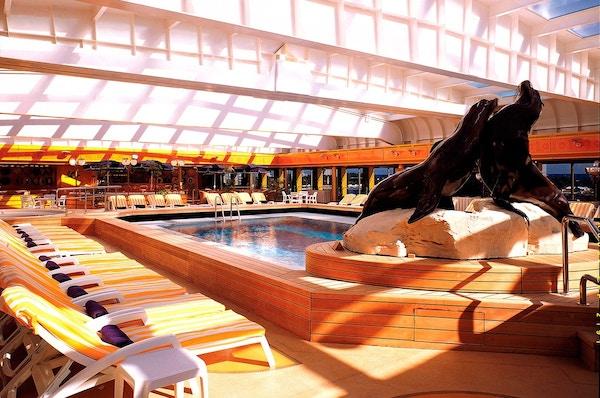 Svømmebasseng på MS Rotterdam.