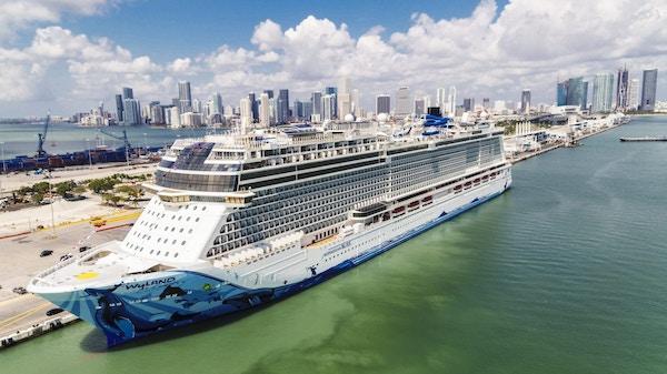Norwegian Bliss legger til i Miami, USA.