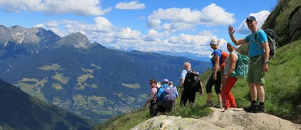 Turister på vandring i Alpene.