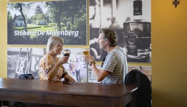 Par på pub i Belgia.