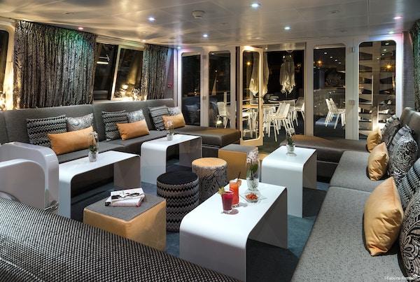 Salongen i cruiseskipet Madeleine.
