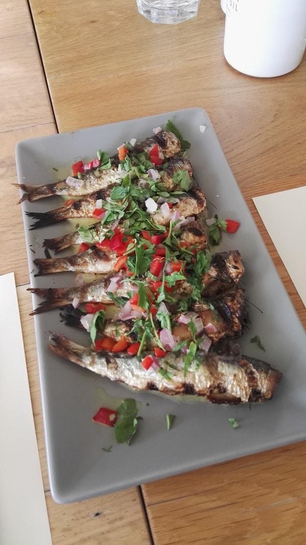 Fersk fisk på tallerken på Kreta.