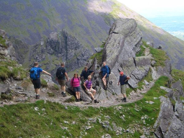 Turister på fjelltur  i Irland.