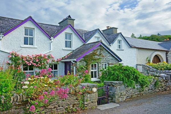 Hus i landsby, Irland.