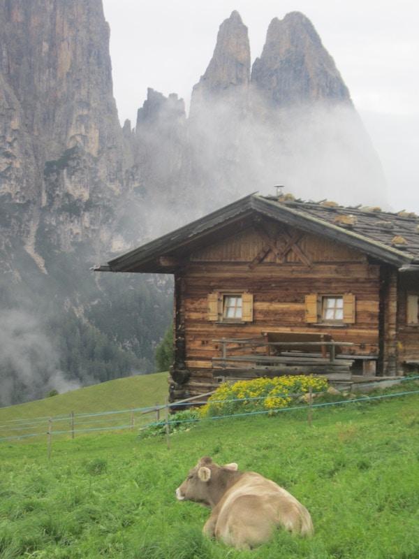 Hytte i Dolomittene, Italia.