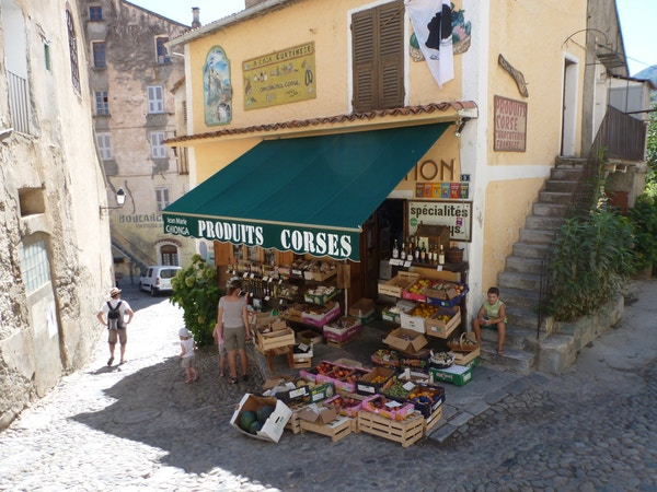 Gate i Corte, Korsika.