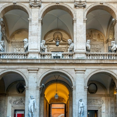 Palazzo Matteis fasade er slående vakker.