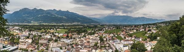 Oversiktsbilde over hovedstaden Vaduz i Liechtenstein.