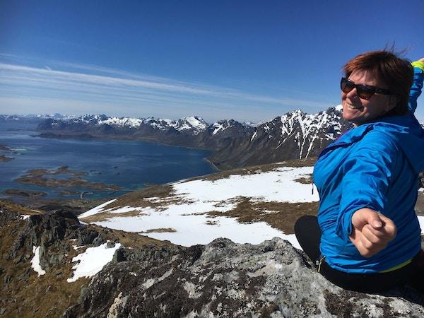 Kvinne på fjelltur, Lofoten.