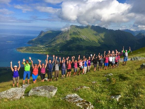 Mennesker på fjelltur, Lofoten.