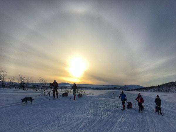 Skitur i solnedgangen på Finnmarksvidda.