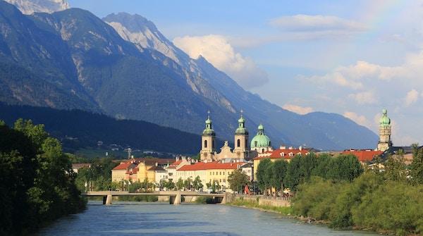 Innsbruck, berømt vintersportssted og hovedstad i Tirol i Østerrike