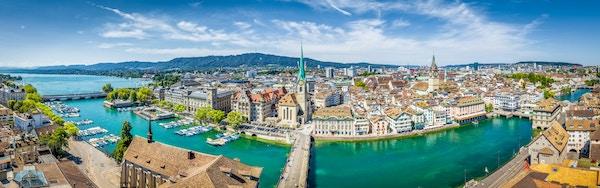 Oversiktsbilde over Zurich med elva Rimmat