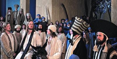 Jesus rir inn på en eselfole i Jerusalem, fra pasjonsspillet i Oberammergau..