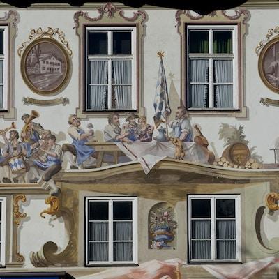 Husfasade dekorert med såkalt «Luftmalerei» i Oberammergau i delstaten Bavaria.