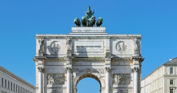 Siegestor - triumfbuen i München, Tyskland.