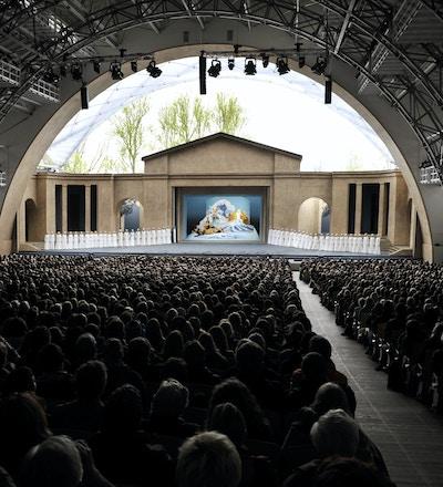 Fullsatt sal i Pasjonsspillet i Oberammergau.