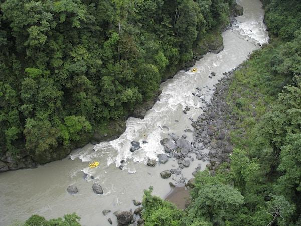 Rafting på elv i Costa Rica.