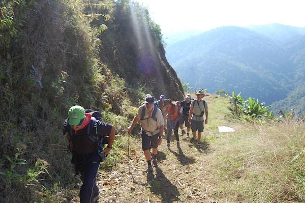 Fottur i fjellandskap på Costa Rica