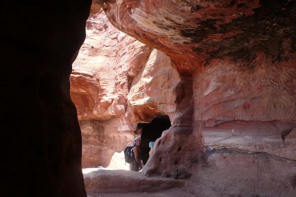 Grotte i Wadi-ørken i Jordan